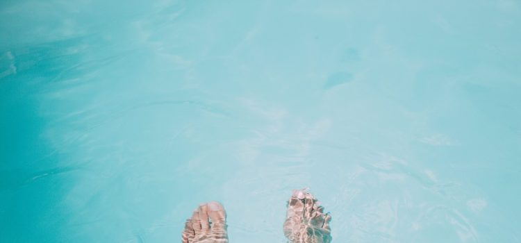 Zatočte s oteklýma nohama díky babským radám