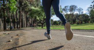 Běhání venku je lepší než domácí posilování. Jaké má výhody?